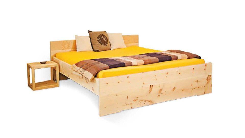 Zirbenbett Sonne inklusive Kopfteil|Bett aus Zirbenholz; Modell Sonne